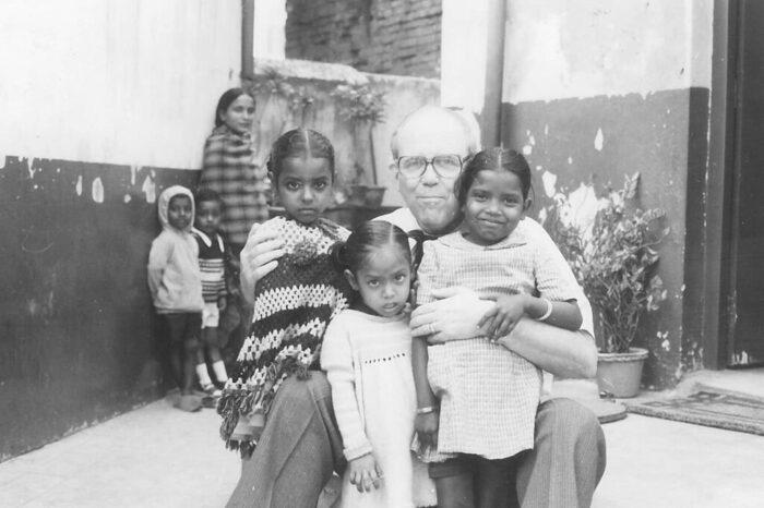 MB, holding children